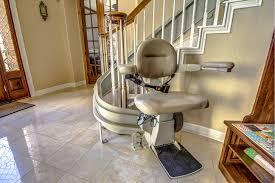 Rester en forme avec un monte-escalier