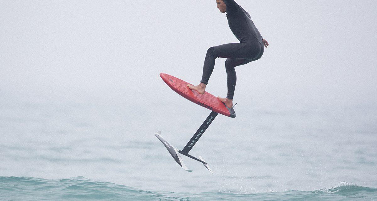 Sports nautiques : qui a inventé le surf foil ?